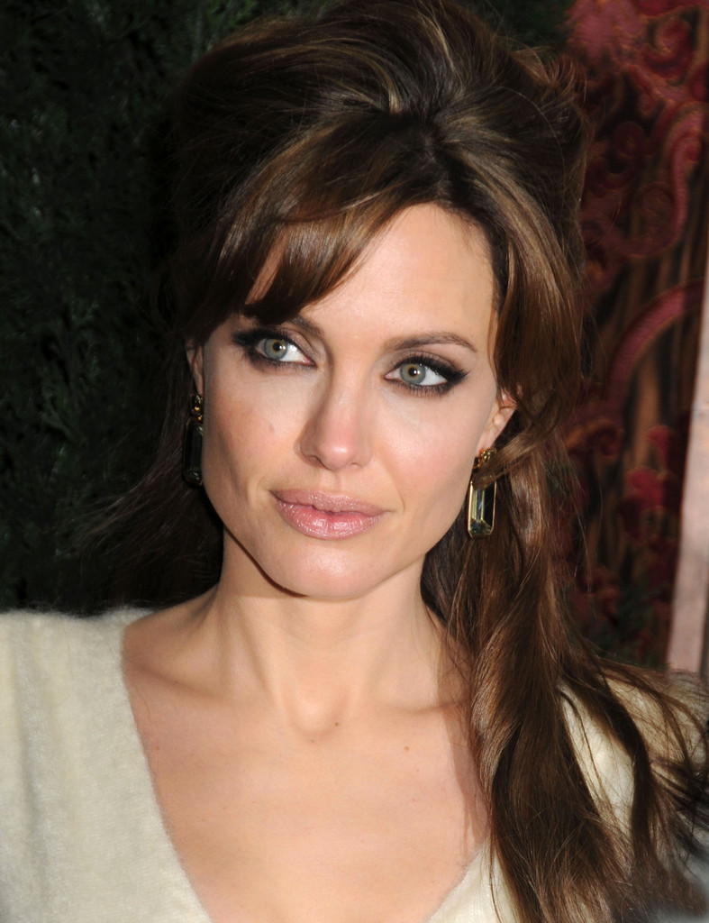 How to Do Smokey Eyes Like Angelina Jolie's