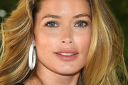 Doutzen Kroes Feathered Flip